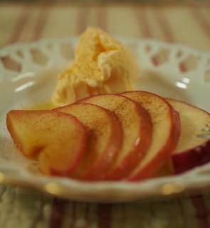 焼きりんご アイスを添えて