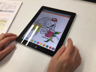 iPadで塗り絵(Kさん)